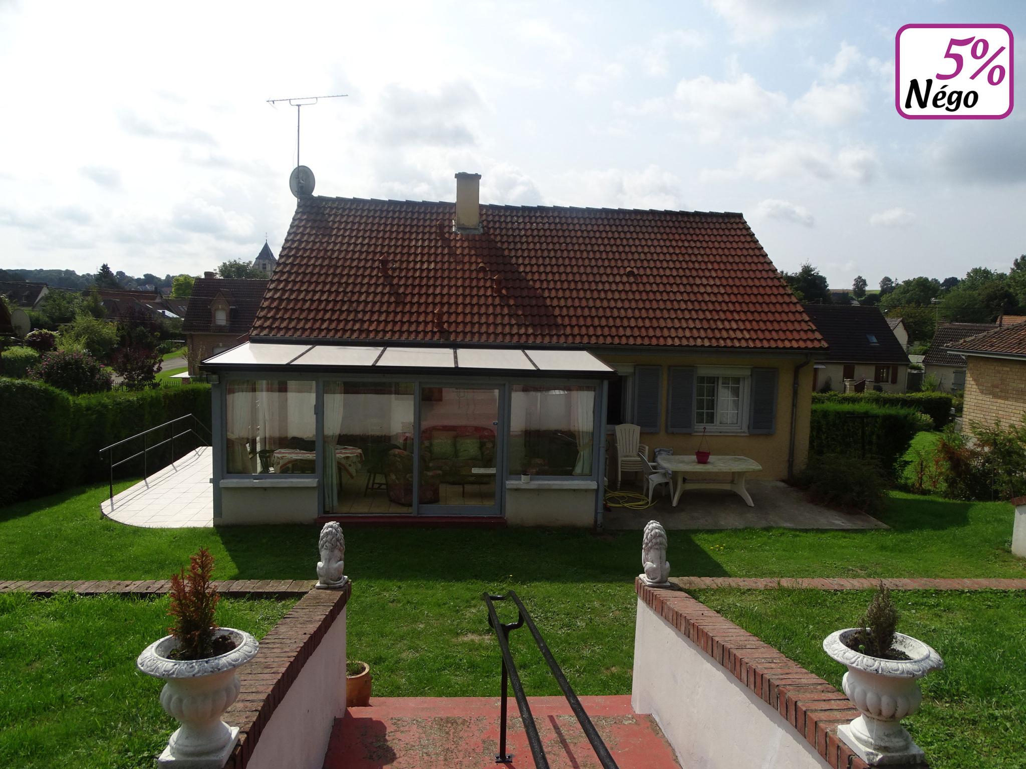 NAOURS Maison plain-pied 3 chambres, véranda chauffée, sous-sol, le tout sur 1302 m2 de terrain